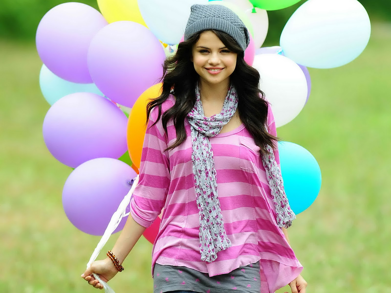 Index of image selena gomez smile 2013 hd wallpaperg voltagebd Image collections